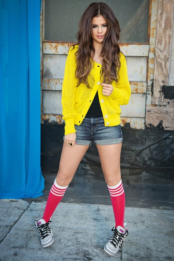 Selena Gomez in a pair of gray and black NEOs ad yellow sweater.