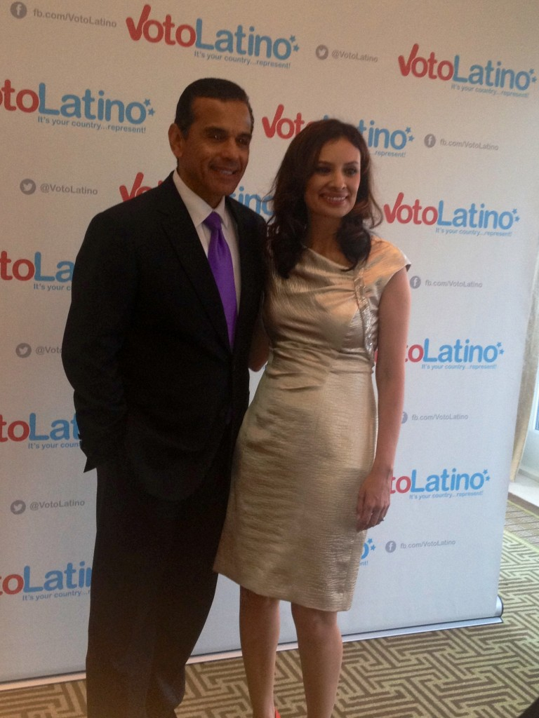 Mayor Villaraigosa with Kumar (Abbie Elliott/ DC on Heels)