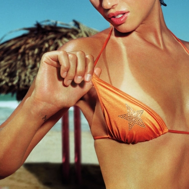 Just one sunburn increases the risk of skin cancer. (Photo by glamour.com)
