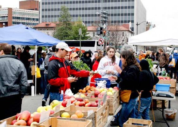The Dupont Circle farmers' market (Photo courtesy of Borderstan)