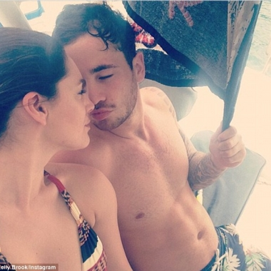 No trouble in paradise here: Kelly Brook and boyfriend Danny Cipriani on vacation in May. (Photo courtesy Kelly Brook via Instagram)