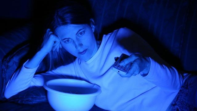 Artificial light and the lack of daylight can disrupt the body's internal clock. (Photo: iStock)