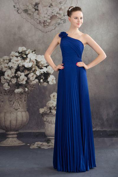 A royal blue, one shoulder, floor-length sleeveless bridesmaid dress in chiffon. (Photo: thegreenguide.com)