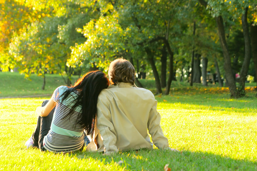 A picnic in a park can take the pressure off a first day and also be easy on your wallet. (Photo: Depositphotos)