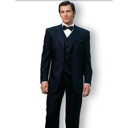 The general look for a man visiting an upmarket casino is a classic suit and a crisp white shirt. A bow tie will add a little flourish. (Photo: Discover Media)