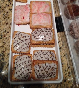 Curbside Cafe's new pop-tarts. (Photo: Curbside Cupcakes)