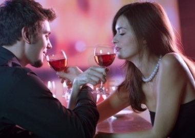 Make sure you are picking the right wine for your next date. (Photo: VGStudio)