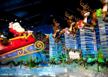 Santa and his sleigh at Gaylord National's ICE! (Photo: Rachel Cooper)