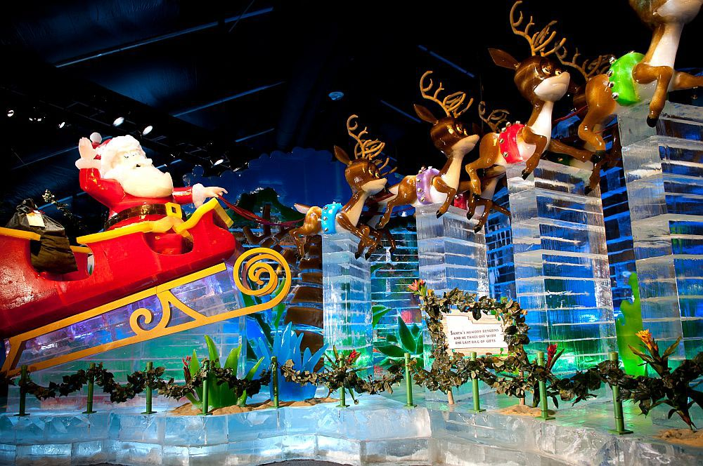 Santa and his reindeer carved out of ice at Gaylord National's ICE! (Photo: Rachel Cooper)