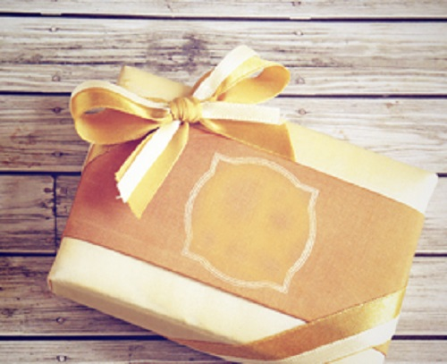 Be sure to buy your partner a unique present this holiday season. (Photo: Shutterstock)