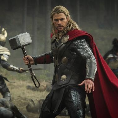 Chris Hemsworth stars as Thor and Tom Hiddleston as Loki in Thor: The Dark World. (Photo: Marvel)