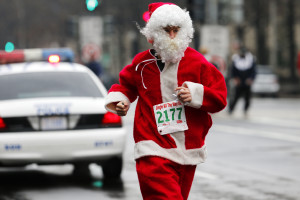 Santa runs in the 2012 Jingle All the Way 8K race. (Photo: Swim Bike Run Photography)