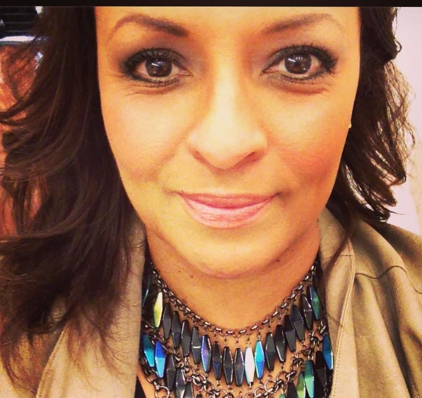 Warm, bronze-flecked eyes and honey-hued lips (Photo: Lianne Farbes)