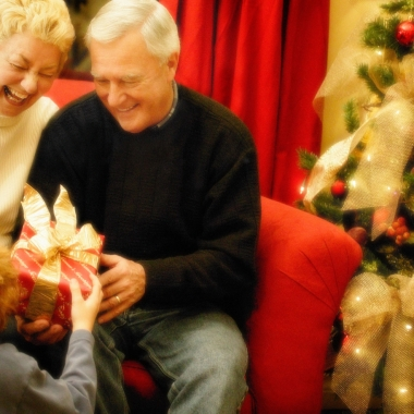 The holidays, when you are with elderly relatives you don't often see, is a good time to look for changes in their health. (Photo: Huffington Post)