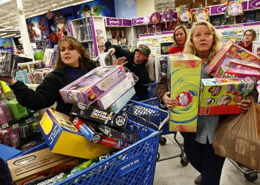 Shoppers wait in line while shopping at Toys R Us in Fort Worth, Texas. (Photo: Tom Pennington/Getty Images)