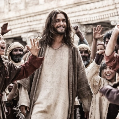 Jesus (Diogo Morgado) greets his followers in Son of God. (Photo: Casey Crafford/LightWorkers Media)