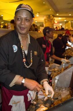 Master shucker from Acme Oyster House (Photo: Ed Lallo/Louisiana Seafood News)