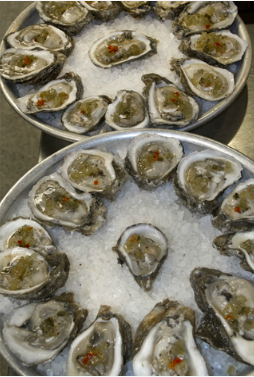 Oysters aplenty at Acadiana (Photo: Ed Lallo/Louisiana Seafood News)