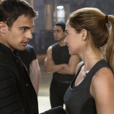 Theo James (left) and Shailene Woodley Divergent. (Photo: Jaap Buitendijk/Summit Entertainment)