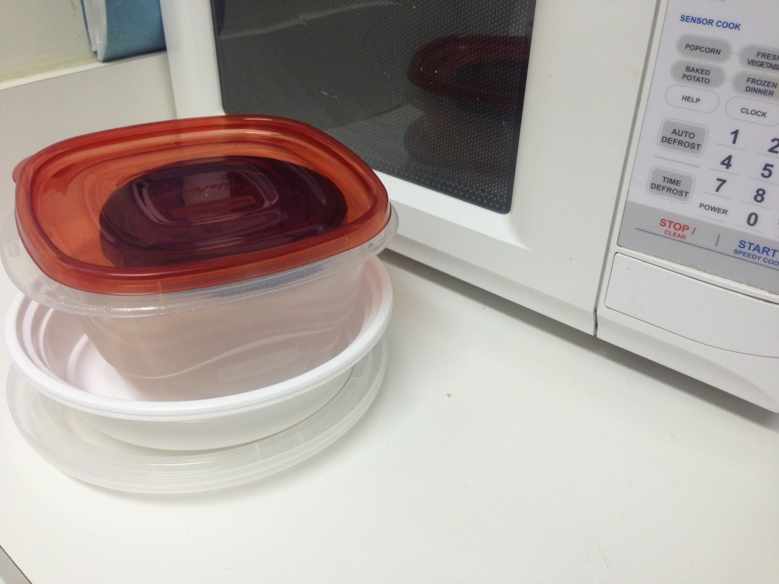 Use FDA-approved containers in the microwave to avoid BPAs. (Photo: dareyoutoblog.com)