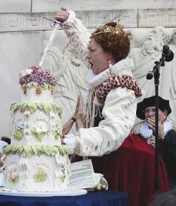 Queen Elizabeth II cuts William Shakespeare's birthday cake in 2009. (Photo: Jeff Malet)