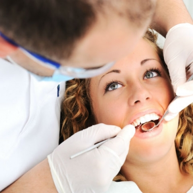 A simple checkup every six months can help prevent gum disease from progressing. (Photo: Dreamtime)