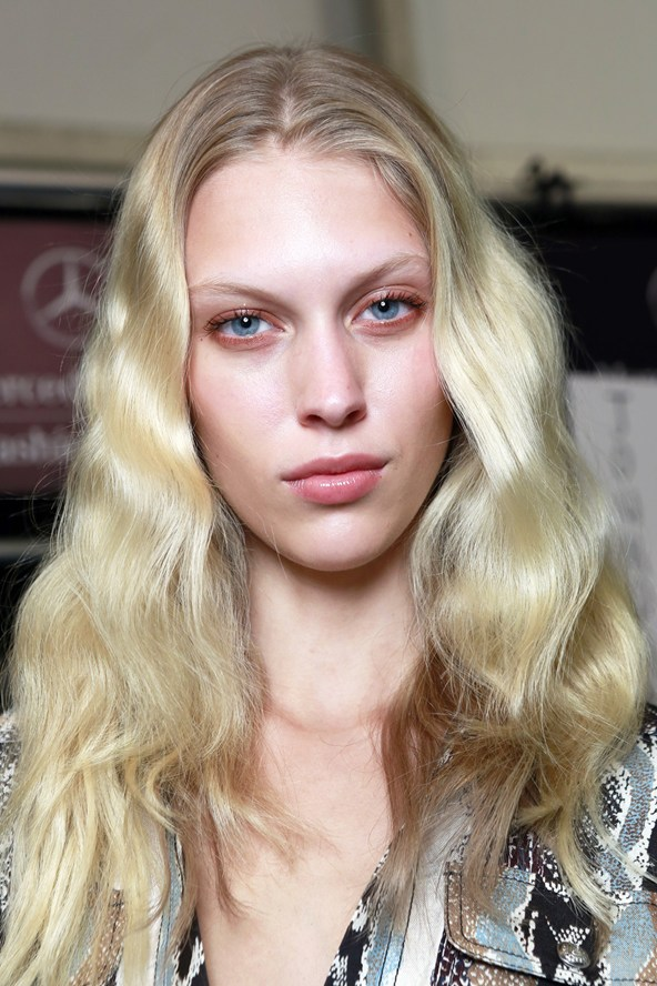 Loose, mermaid waves are all the rage (Photo: Gorunway)