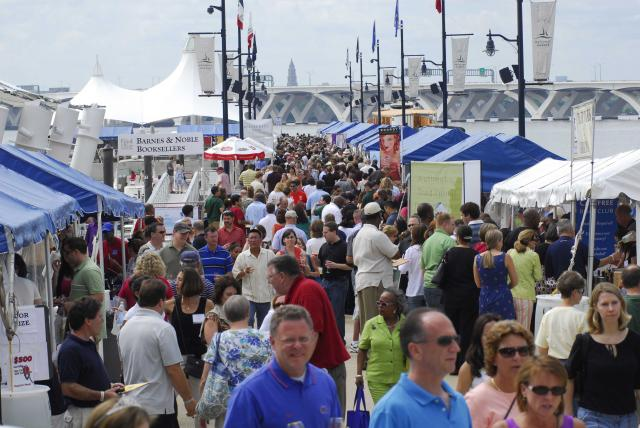 Visitor to the National Harbor Wine & Food Festival on the piers in 2013. (Photo: Trigger Agency)