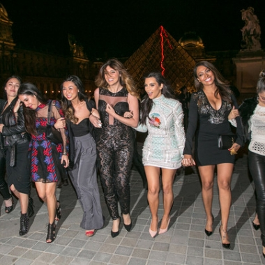 Kim and her gal pals at the Louvre. (Photo Kim Kardashian/Instagram)