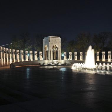 Night time monument strolls make for a romantic evening. (Photo: John Drew/Professional Image LLC)