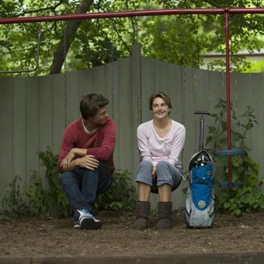 Ansel Elgort and Shailene Woodley star in