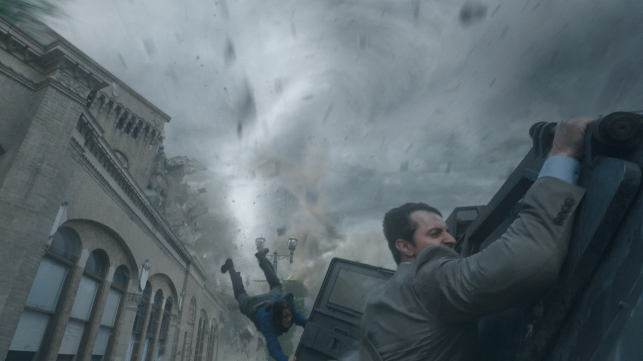 "Sarah Wayne Callies as Allison (left) and Richard Armitage as Gary in ""Into the Storm."" (Photo: Warner Bros. Pictures)"