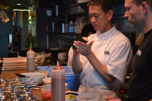 Chef Kaz Okochi makes a hand roll. (Photo: Meg Smith)