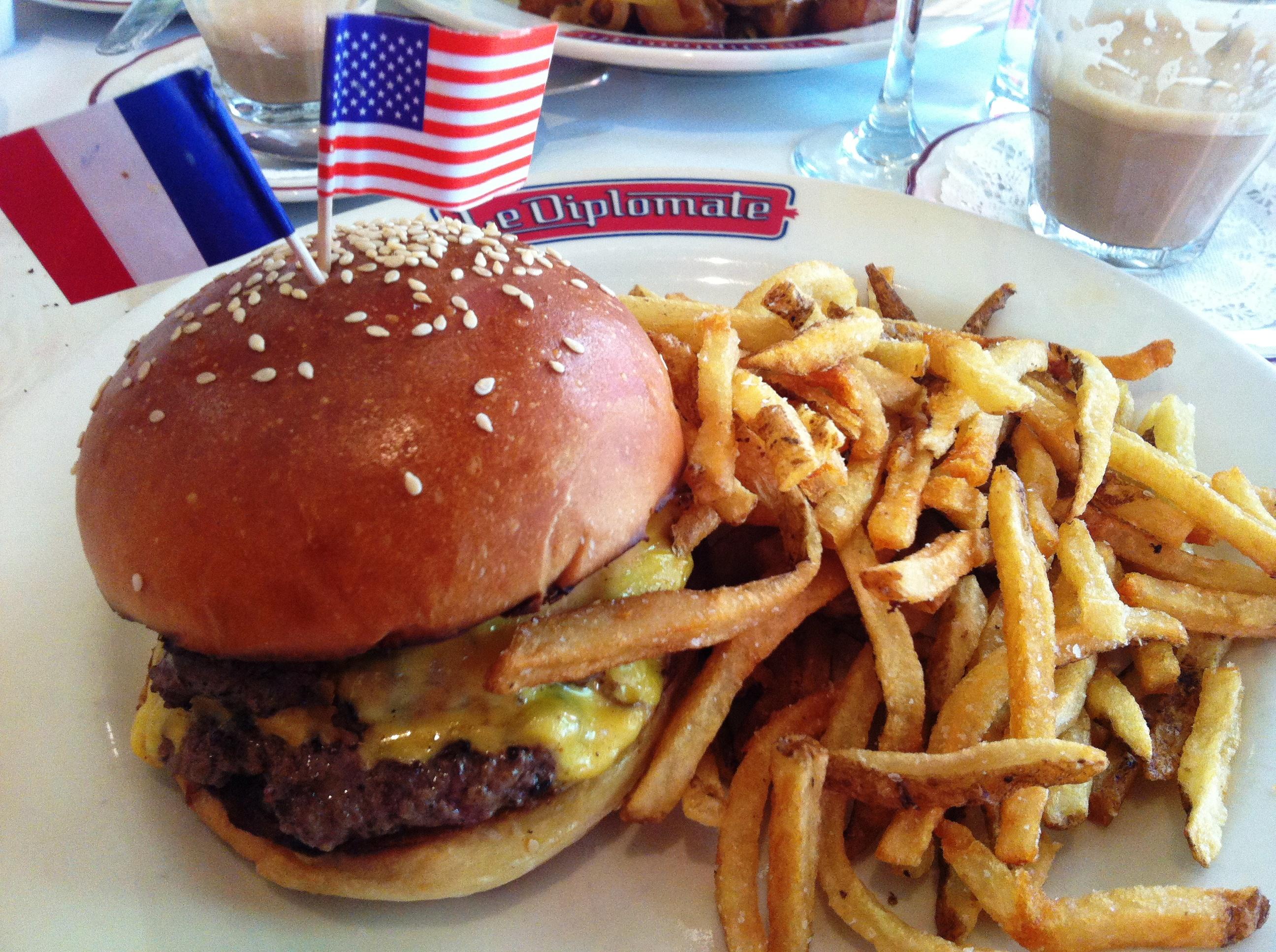 Burger Americain at Le Diplomate (Photo: Lanna Nguyen/DC on Heels)