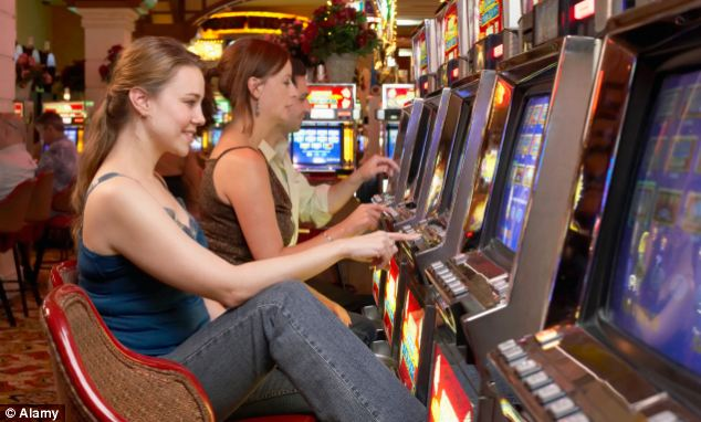 The number of women gamblers has risen by a third over the past four years. (Photo: Alamay)