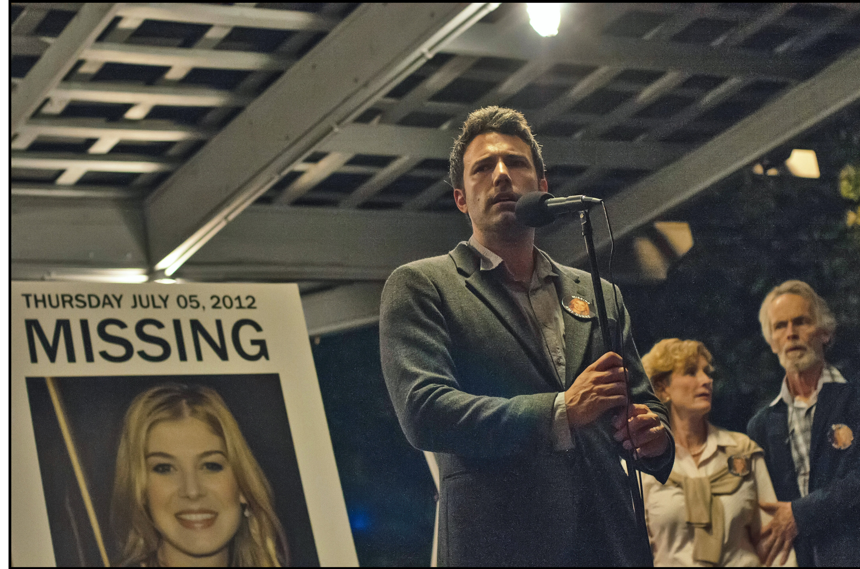 """Nick Dunne (Ben Affleck) finds himself the chief suspect behind the shocking disappearance of his wife on their fifth anniversary in """"Gone Girl."""" (Photo:  Merrick Morton/20th Century Fox)"""