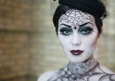 Be a sexy witch this year for Halloween (Photo: Eyeshadowlipstick.com)