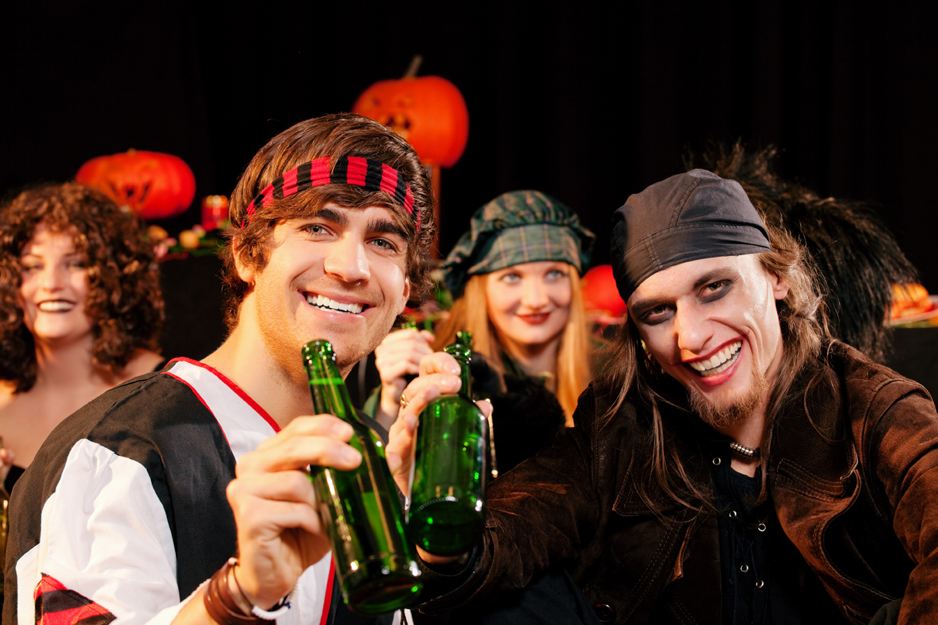 Get some brews and meet some babes this Halloween! (Photo: Shutterstock)