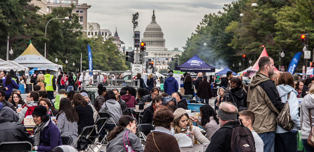 Diners enjoy their food on Pennsylvania Avenue  at Taste of D.C. (Photo: Taste of D.C.)