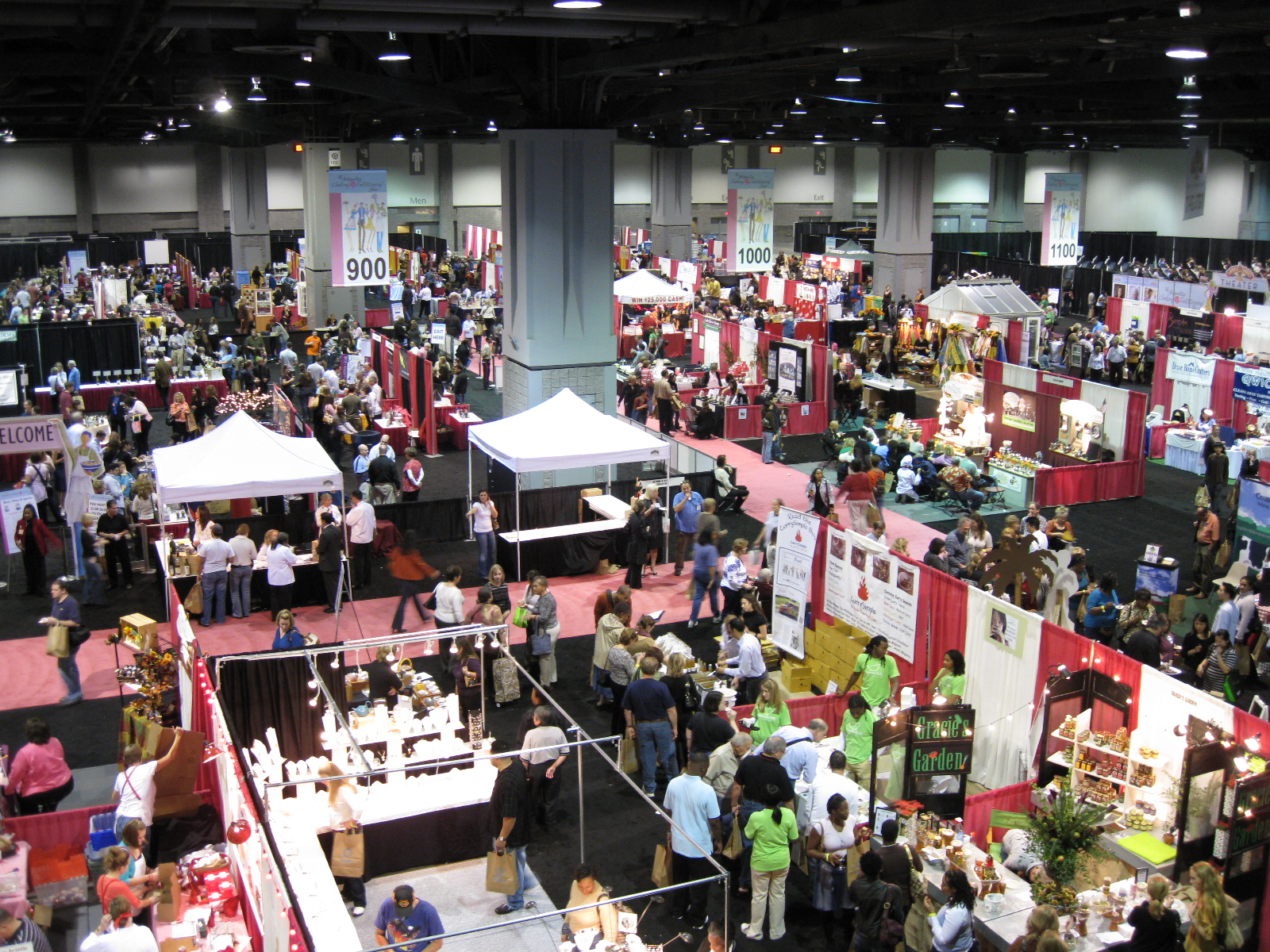 Visitors to Metro Cook DC can visit booths of more than 300 vendors. (Photo: Hot Sauce Daily)