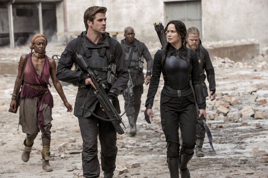 "Liam Hemsworth and Jennifer Lawrence in ""The Hunger Games: Mockingjay - Part 1"" (Photo: Murray Close/Lionsgate Entertainment)"