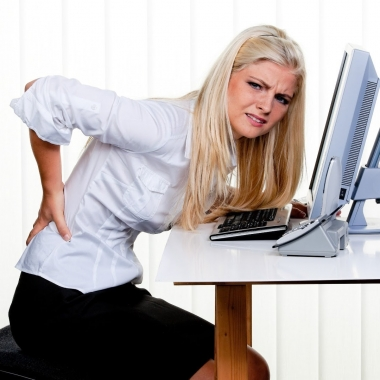 Back pain can be brought on by many different causes, spanning from the purse you carry to your desk at work. (Photo: Shutterstock)
