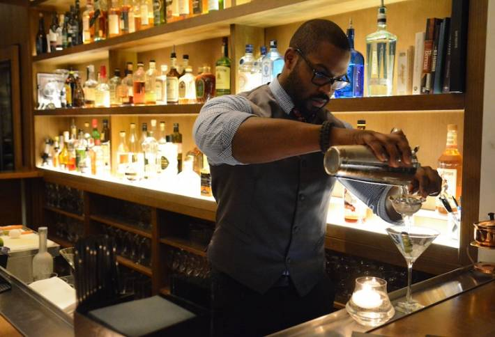 Get a jump on happy hour at The Oval Room or 701 Restaurant. (Photo: Bisnow)