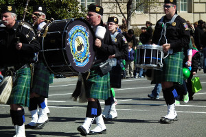 A pipe and drum band in the 2012 D.C. St. Patrick's Day Parade. (Photo: S. Pakhrin/Wikimedia)