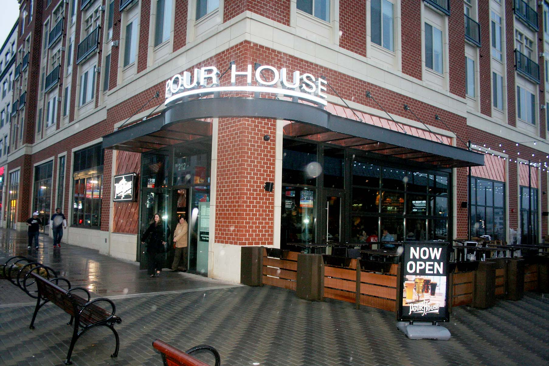 Chicago's Old Town Pour House opened earlier this month in Gaithersburg's Downtown Crown development. (Photo: Mark Heckathorn/DC on Heels)