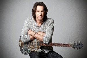 Rick Springfield performs solo at the Lincoln Theatre Sunday night. (Photo: Lincoln Theatre)