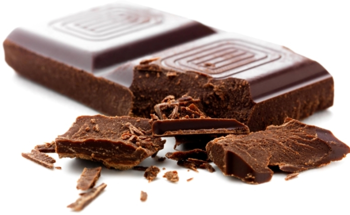 People on a low-carb diet who ate high-cocoa chocolate lost 10 percent more weight and kept it off. (Photo: Rivertea)