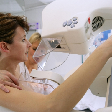 A study found that fasting longer overnight decreases the risk of developing breast cancer. (Photo: Jean-Paul Chassenet/Getty Images)
