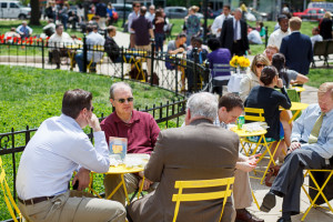Picnickers enjoy lunch in Farragut Park. (Photo: Golden Triangle BID)