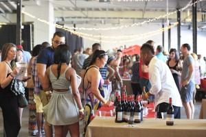 Participants sample wines at the 2014 VinoFest D.C. (Photo: VinoFest D.C.)